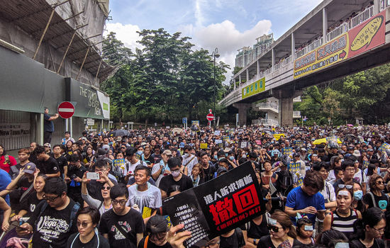 PROTESTSONG: I Hongkong har demonstrantar tatt i bruk salmen «Sing Hallelujah to the Lord» som sin protestsong. FOTO: Studio Incendo/Flickr