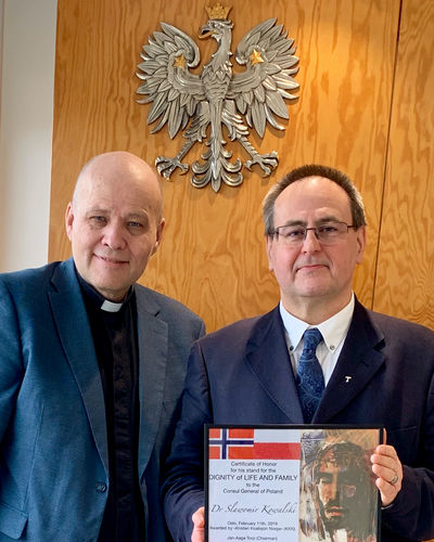 Certificate of Honor to the Consul General of Poland in Norway, Dr. Slawomir Kowalski